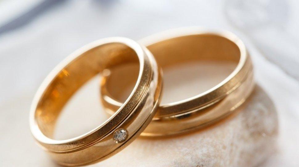 Cincin Tunangan Sama Dengan Cincin Kawin